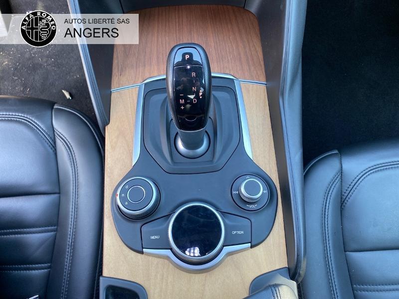 Alfa romeo Giulia 2.2 JTD 180ch Super AT8 Noir occasion à Angers - photo n°15