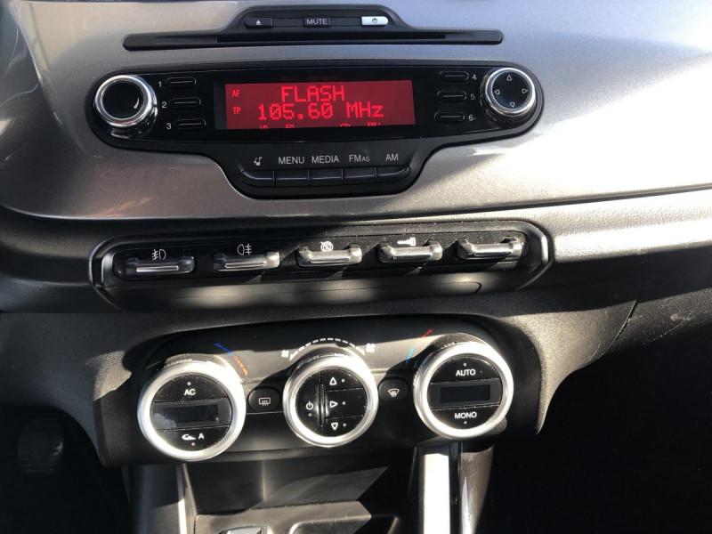 Alfa romeo Giullietta 1.6 JTDM - 105 S/S  BERLINE Distinctive PHASE 1 Blanc occasion à Ganges - photo n°8