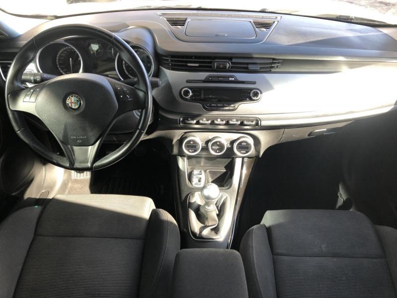 Alfa romeo Giullietta 1.6 JTDM - 105 S/S  BERLINE Distinctive PHASE 1 Blanc occasion à Ganges - photo n°15