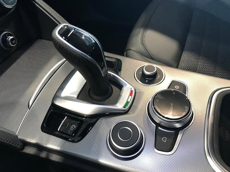 Alfa romeo Stelvio 2.2 Diesel 190ch Sprint Q4 AT8 MY21 Noir occasion à Mérignac - photo n°8