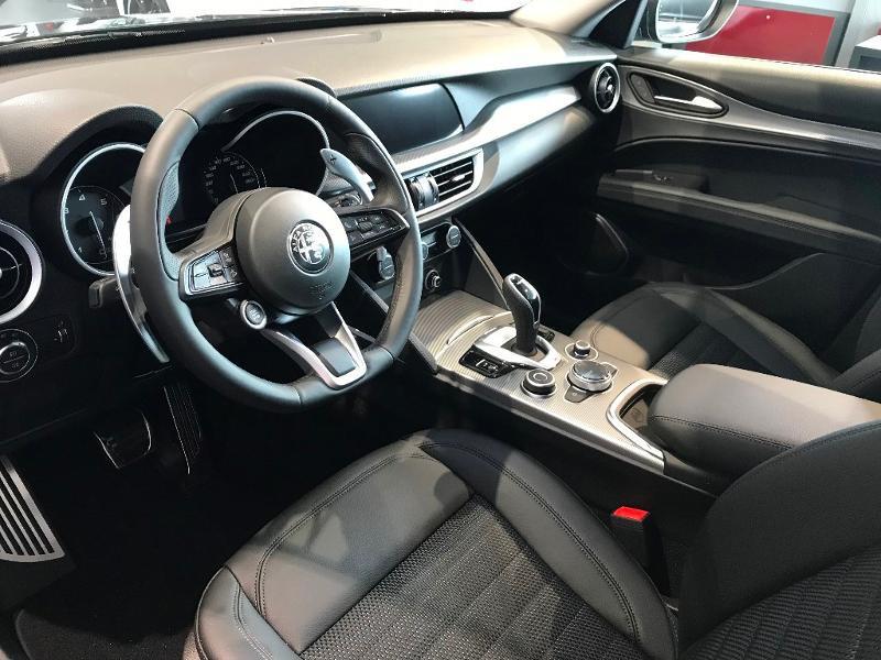 Alfa romeo Stelvio 2.2 Diesel 190ch Sprint Q4 AT8 MY21 Noir occasion à Mérignac - photo n°4