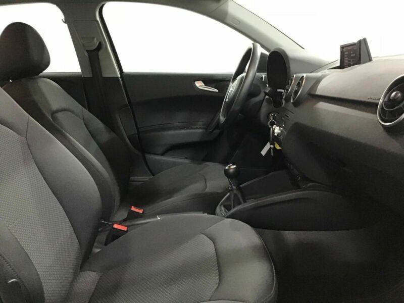 Audi A1 Sportback 1.0 TFSI 95 cv Noir occasion à Beaupuy - photo n°4