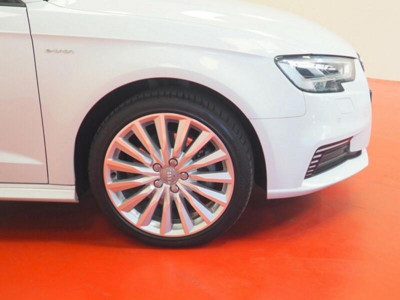 Audi A3 Sportback 1.4 TFSI 204CH E-TRON S LINE S TRONIC 6 Blanc occasion à Villenave-d'Ornon - photo n°4