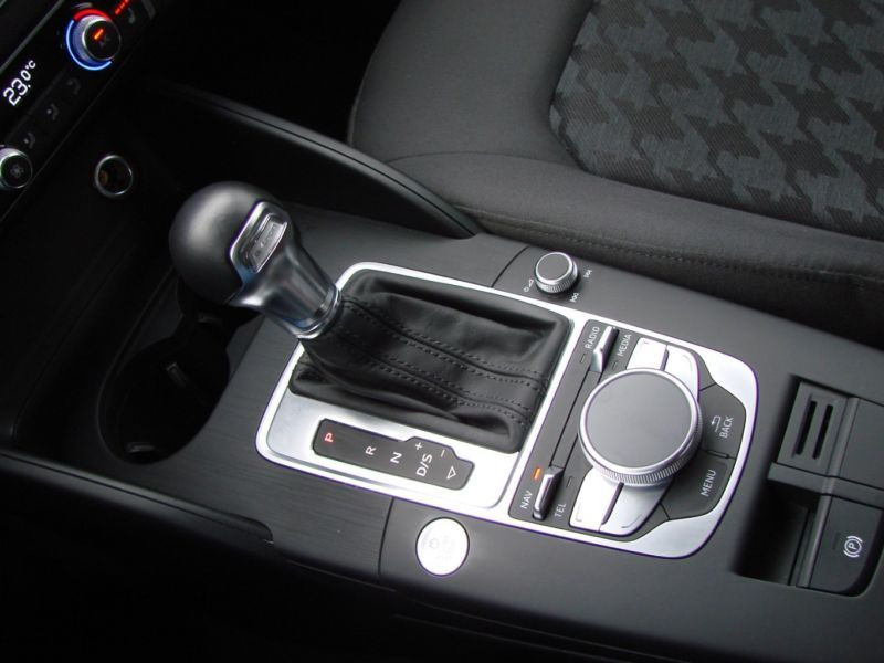 Audi A3 Sportback 1.4 TFSI e-tron S Tronic 204 Gris occasion à Beaupuy - photo n°8