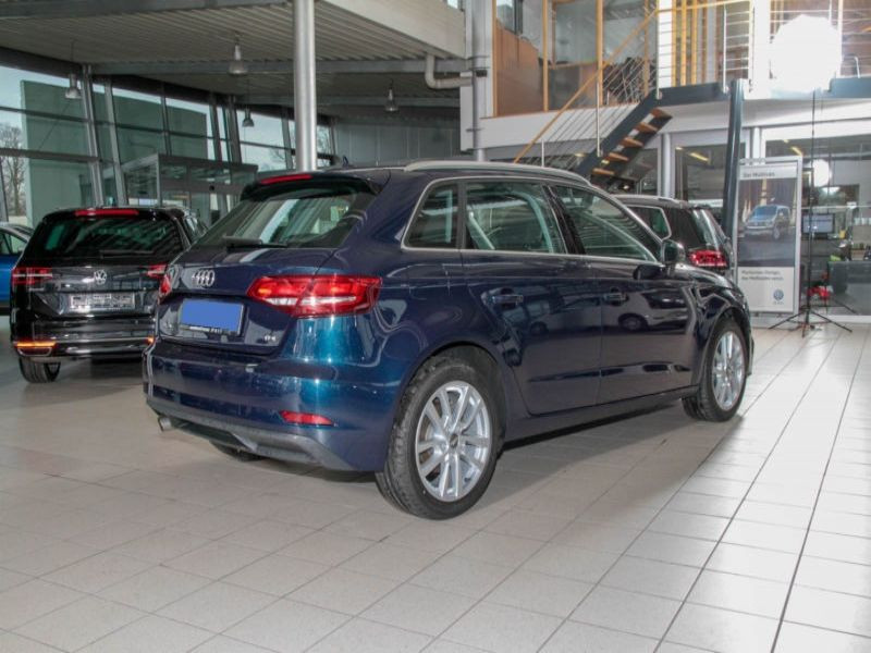 Audi A3 Sportback 1.6 TDI 110 S Tronic Bleu occasion à Beaupuy - photo n°3