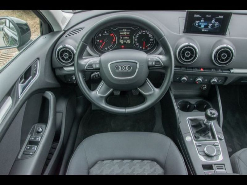 Audi A3 Sportback 1.6 TDI 110 Noir occasion à Beaupuy - photo n°2