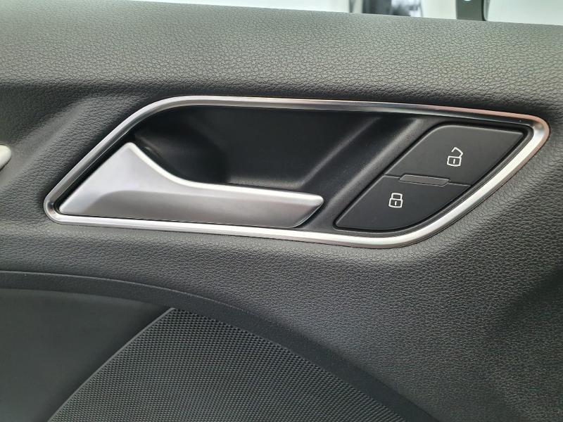 Audi A3 Sportback 1.6 TDI 116ch S line S tronic 7 Blanc occasion à Onet-le-Château - photo n°11