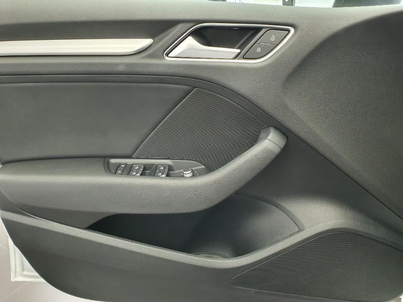 Audi A3 Sportback 1.6 TDI 116ch S line S tronic 7 Blanc occasion à Onet-le-Château - photo n°13