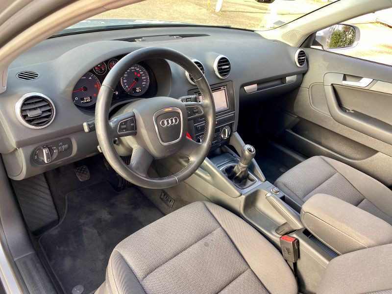 Audi A3 Sportback 2.0 TDI 140ch Ambiente Gris occasion à Castelmaurou - photo n°3