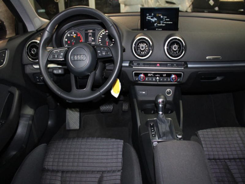 Audi A3 Sportback 2.0 TDI 150 S Tronic Noir occasion à Beaupuy - photo n°2