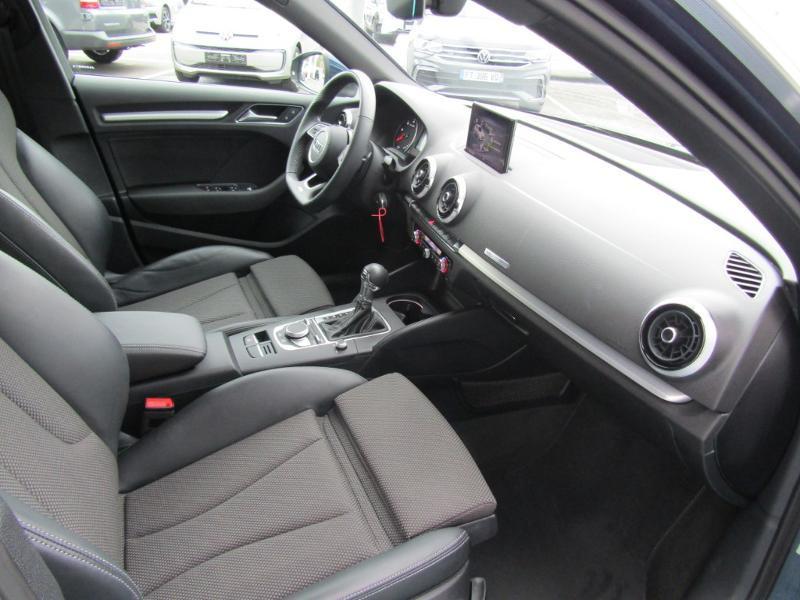 Audi A3 Sportback 2.0 TDI 150ch S line S tronic 7 Bleu occasion à Millau - photo n°2