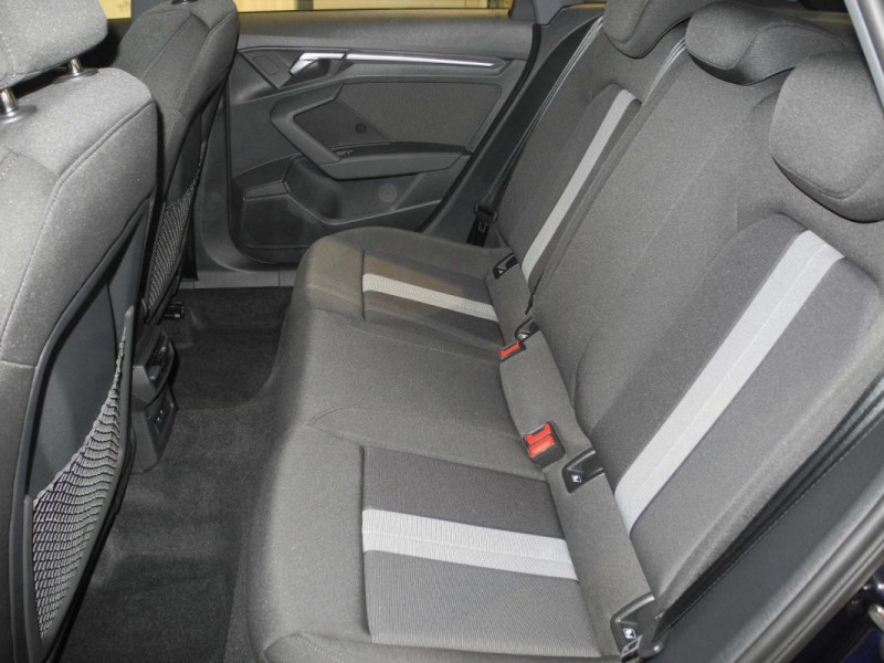 Audi A3 Sportback 30 TFSI 110 S tronic 7 Design Bleu occasion à AURAY - photo n°8
