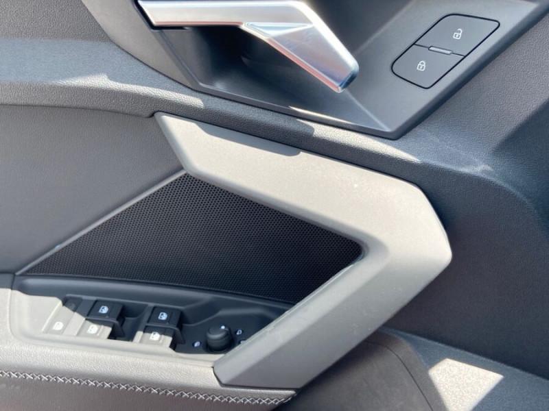Audi A3 Sportback NEW 35 TDI 150 S TRONIC S LINE GPS Pack Esthétique Noir Blanc occasion à Montauban - photo n°17
