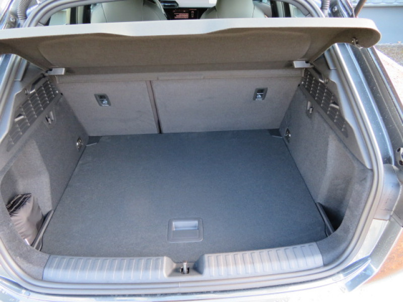 Audi A3 Sportback Sportback 2.0 35 TDI - 150 - BV S-Tronic 7  8Y SPORTBACK S l Gris occasion à Labège - photo n°12