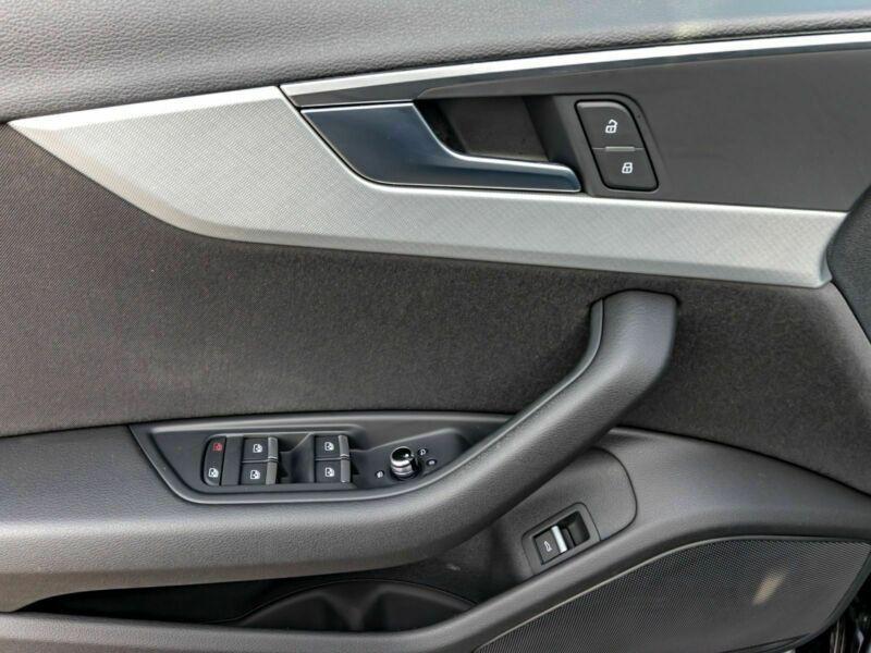 Audi A4 Avant 3.0 TDI 218 Noir occasion à Beaupuy - photo n°9