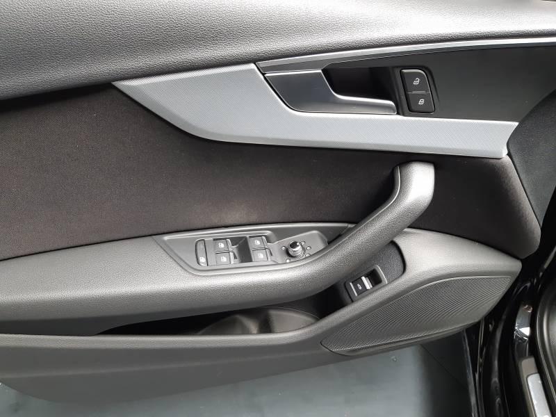 Audi A4 Avant 35 TDI 150 S tronic 7 Design Noir occasion à Lormont - photo n°13