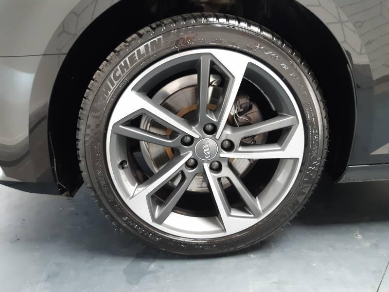 Audi A4 Avant 35 TDI 150 S tronic 7 Design Noir occasion à Lormont - photo n°5