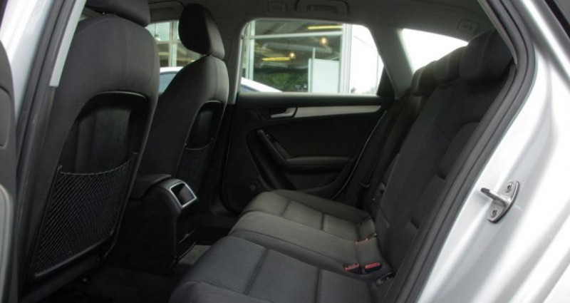 Audi A4 Avant IV (2) AVANT 2.0 TDI 143 BUSINESS LINE Gris occasion à Chambourcy - photo n°4