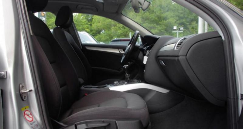 Audi A4 Avant IV (2) AVANT 2.0 TDI 143 BUSINESS LINE Gris occasion à Chambourcy - photo n°3