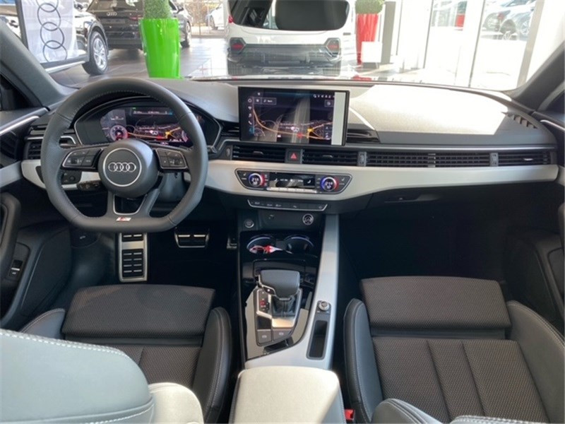 Audi A4 40 TDI 190 S TRONIC 7 Gris occasion à Saint-Martin-des-Champs - photo n°2