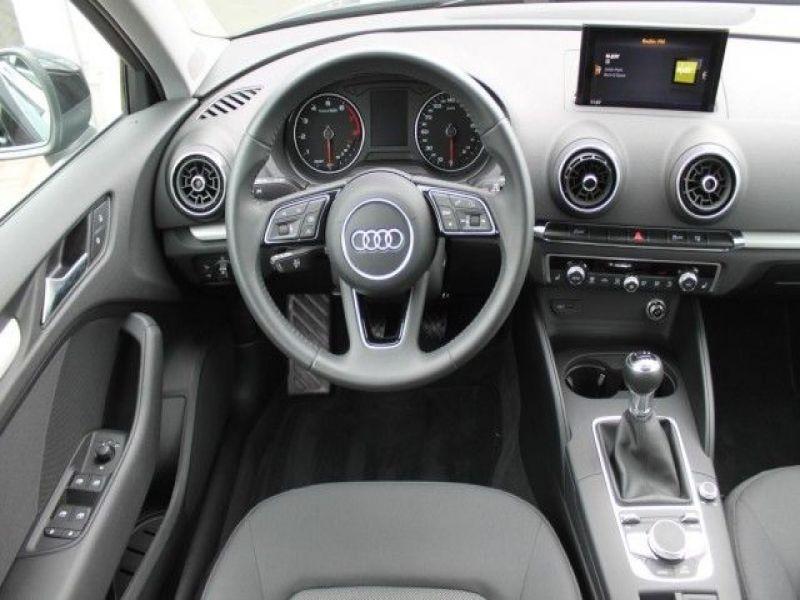 Audi A6 Avant 1.0 TFSI 116 Noir occasion à Beaupuy - photo n°2