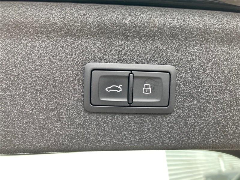 Audi Q3 2.0 TDI 184 CH S TRONIC 7 QUATTRO S line Noir occasion à MERIGNAC - photo n°16
