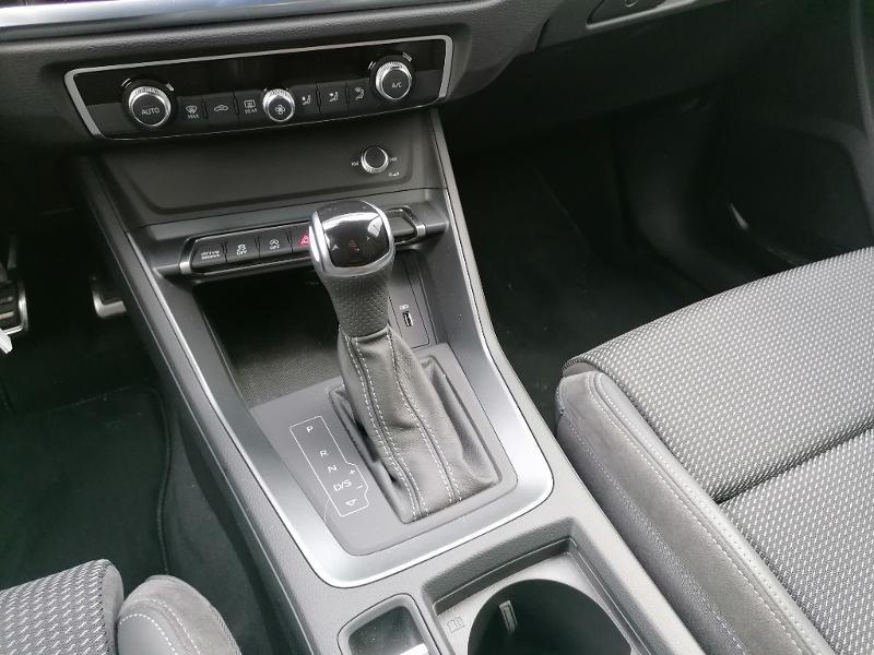 Audi Q3 35 TFSI 150ch S line S tronic 7 Blanc occasion à Fleury-les-Aubrais - photo n°10