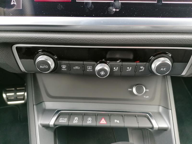 Audi Q3 35 TFSI 150ch S line S tronic 7 Blanc occasion à Fleury-les-Aubrais - photo n°9