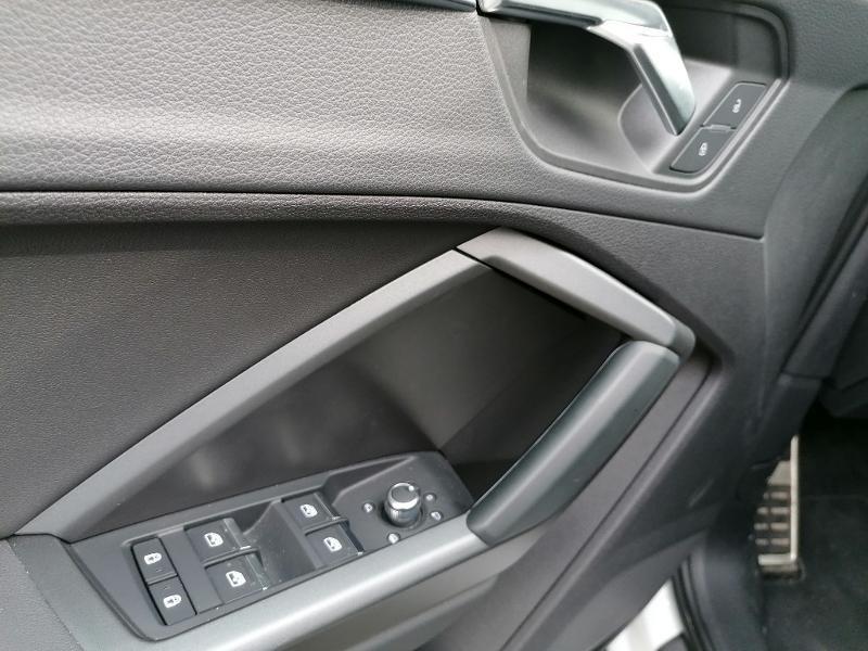 Audi Q3 35 TFSI 150ch S line S tronic 7 Blanc occasion à Fleury-les-Aubrais - photo n°13