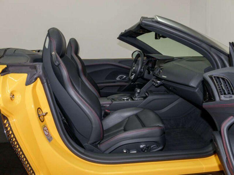 Audi R8 Spyder 5.2 FSI V10 Performance Quattro 620 Jaune occasion à BEAUPUY - photo n°4