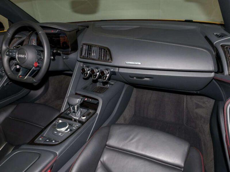 Audi R8 Spyder 5.2 FSI V10 Performance Quattro 620 Jaune occasion à BEAUPUY - photo n°2