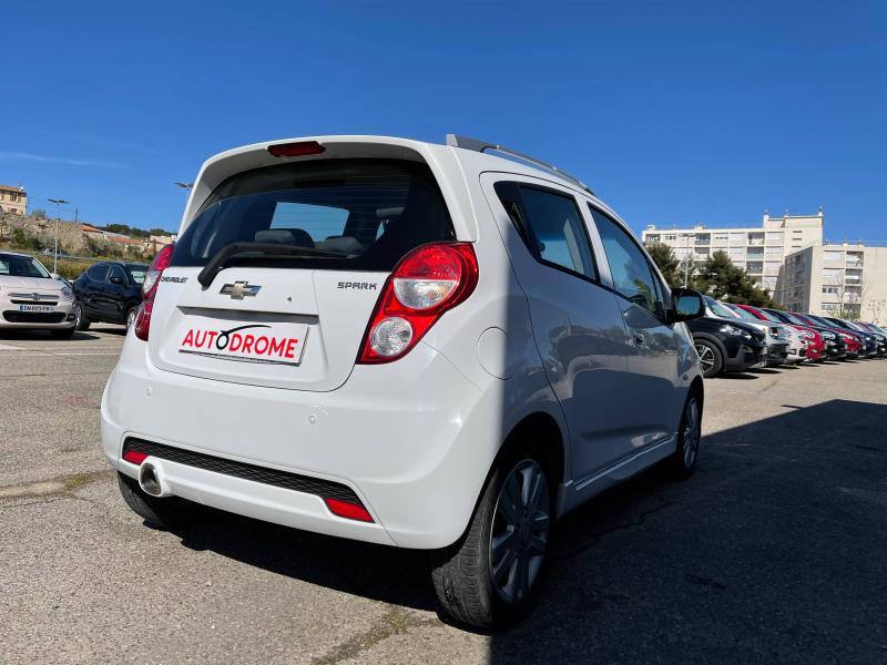 Chevrolet Spark 1.2 16v 81Ch LTZ 5p - 66 000 Kms Blanc occasion à Marseille 10 - photo n°6