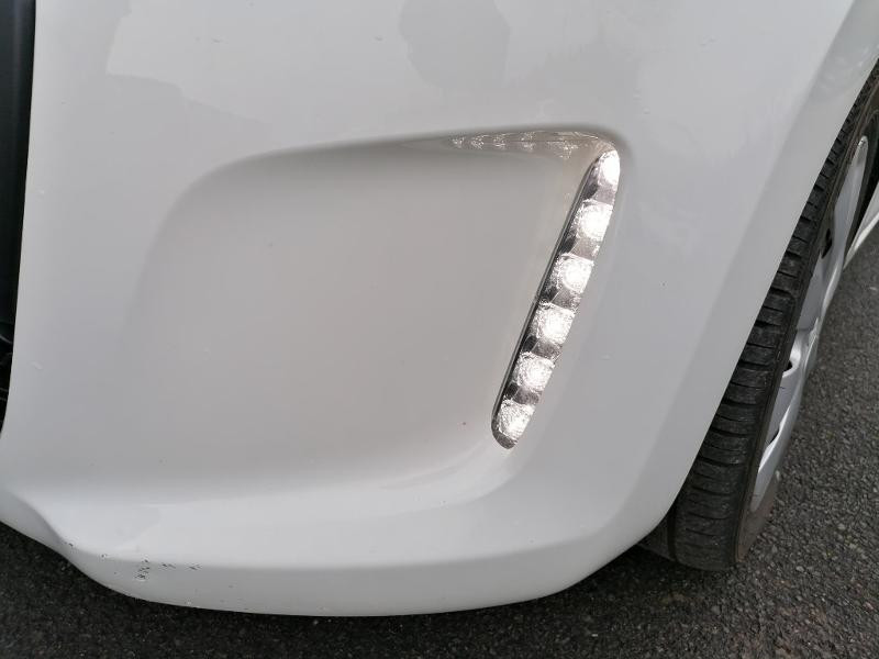 Citroen C1 PureTech 82 Feel 5p Blanc occasion à Varennes-Vauzelles - photo n°16