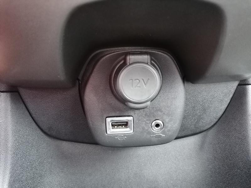 Citroen C1 PureTech 82 Feel 5p Blanc occasion à Varennes-Vauzelles - photo n°11