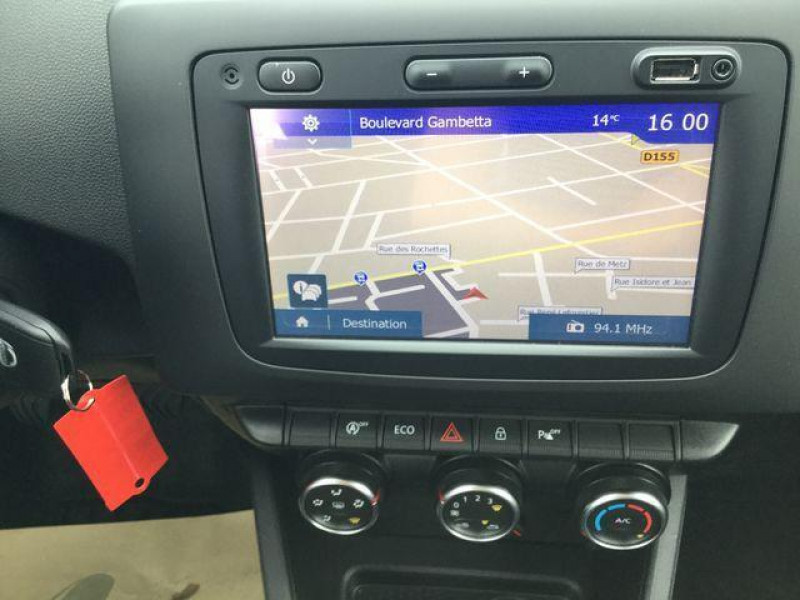 Dacia Duster dci 110 4x2 confort Gris occasion à Saint-Malo - photo n°5