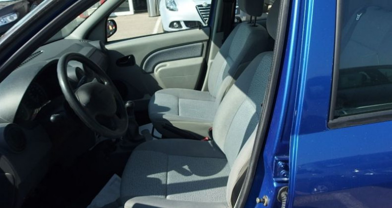 Dacia Logan 1.6 MPI 90CH LAUREATE Bleu occasion à FONTAINE LES GRES - photo n°3