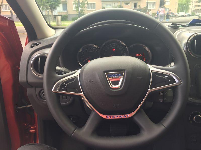 Dacia Sandero 1.6 MPI 90 Prestige Rouge occasion à Ermont - photo n°7