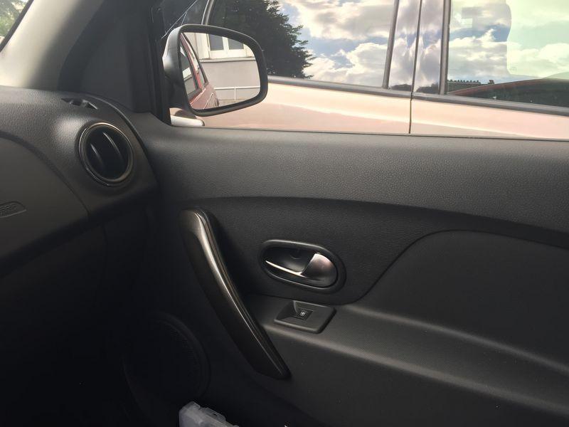 Dacia Sandero 1.6 MPI 90 Prestige Rouge occasion à Ermont - photo n°5