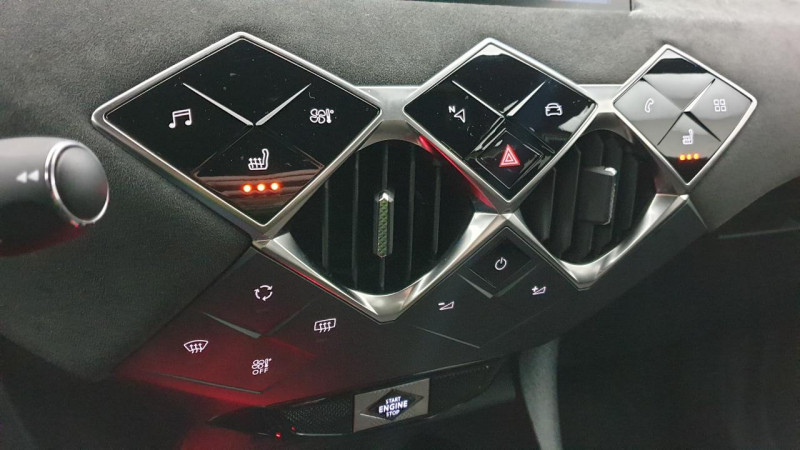 DS DS3 Crossback 1.2 puretech 155cv eat8 grand chic + hifi focal + sieges cha Or occasion à Riorges - photo n°18