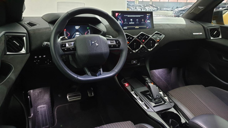 DS DS3 Crossback 1.2 puretech 155cv eat8 grand chic + hifi focal + sieges cha Or occasion à Riorges - photo n°8