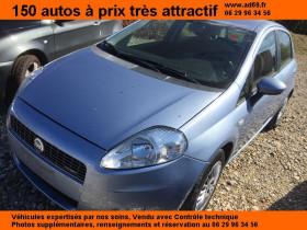 Fiat Grande Punto Bleu, garage VOITURE PAS CHERE RHONE ALPES à Saint-Bonnet-de-Mure