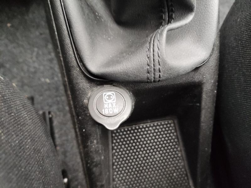 Fiat Punto 1.2 8v 69ch Easy 5p Noir occasion à Corbeil-Essonnes - photo n°13