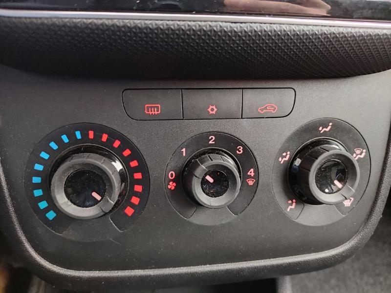 Fiat Punto 1.2 8v 69ch Easy 5p Noir occasion à Corbeil-Essonnes - photo n°11