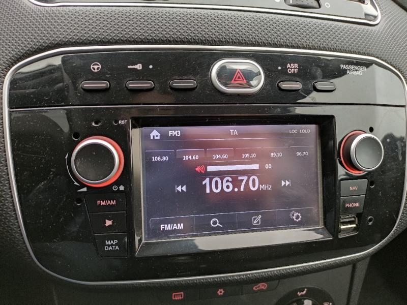 Fiat Punto 1.2 8v 69ch Easy 5p Noir occasion à Corbeil-Essonnes - photo n°10