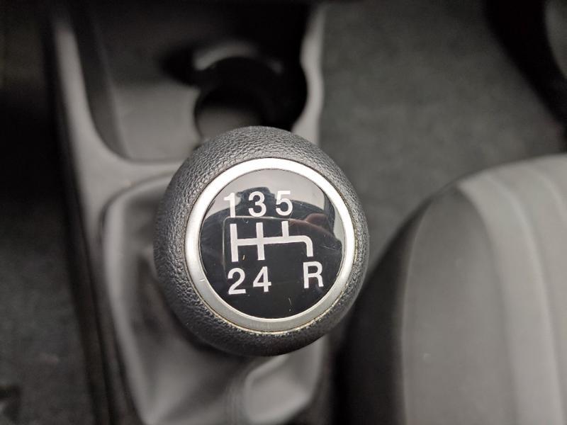 Fiat Punto 1.2 8v 69ch Easy 5p Noir occasion à Corbeil-Essonnes - photo n°12