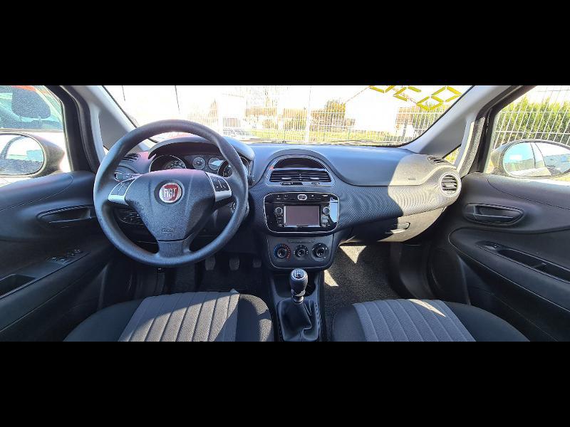 Fiat Punto 1.2 8v 69ch Easy 5p Noir occasion à Corbeil-Essonnes - photo n°7