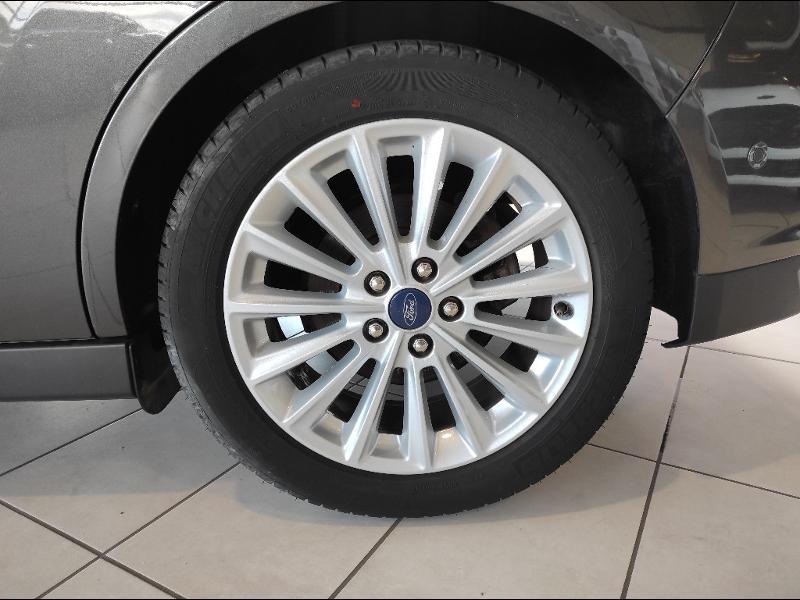 Ford C-Max 1.0 EcoBoost 125ch Stop&Start Titanium Euro6.2 Gris occasion à Chenôve - photo n°9