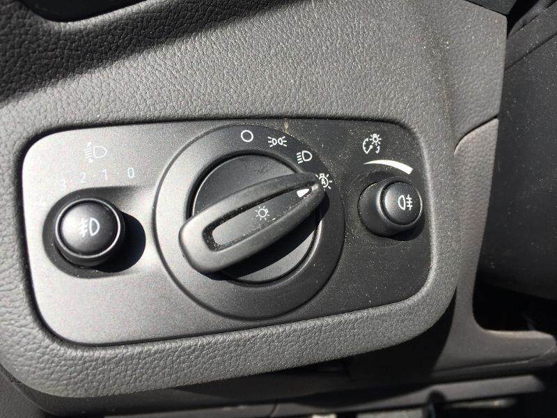 Ford C-Max 1.0 EcoBoost 125ch Stop&Start Titanium Euro6.2 Noir occasion à Beaune - photo n°19