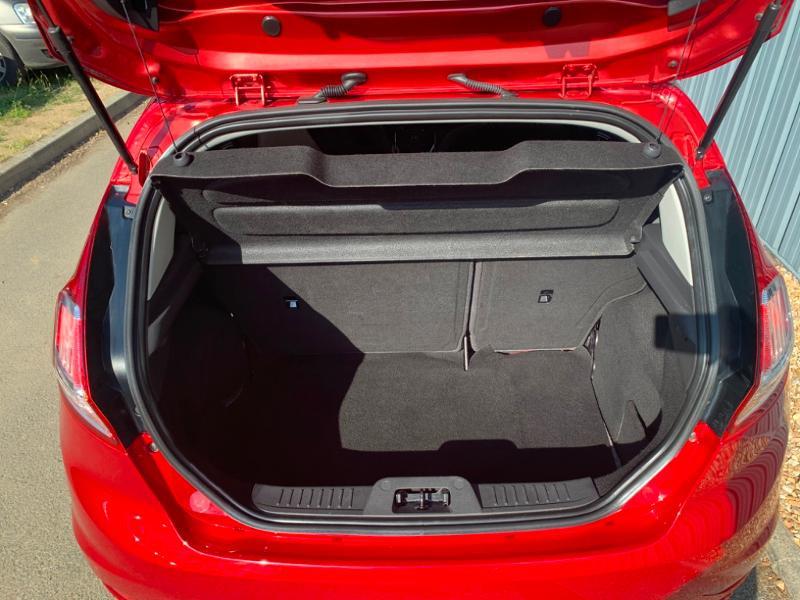 Ford Fiesta 1.5 TDCi 95ch FAP Titanium 5p Rouge occasion à Saint-Doulchard - photo n°14