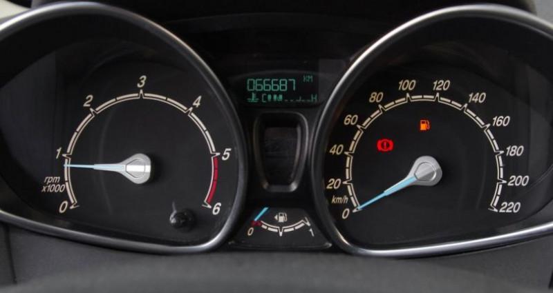 Ford Fiesta V (2) 1.5 TDCI 75 FAP TREND 3P Noir occasion à Chambourcy - photo n°6